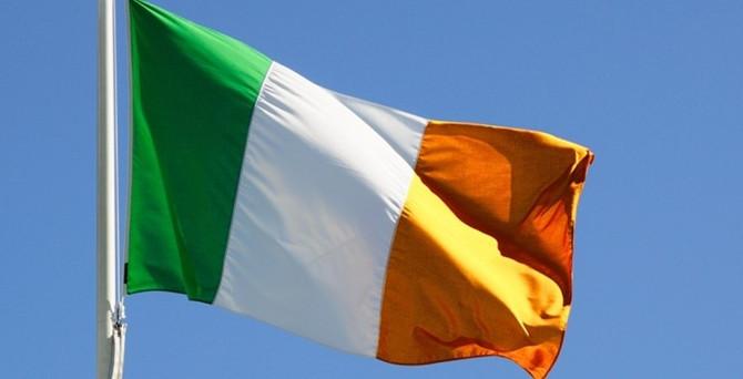 İrlanda'da iki ayrı referandum yapılıyor