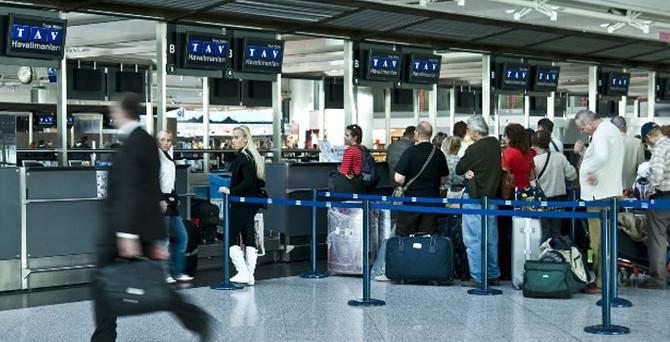 Atatürk Havalimanı'nda pasaport krizi çözüldü