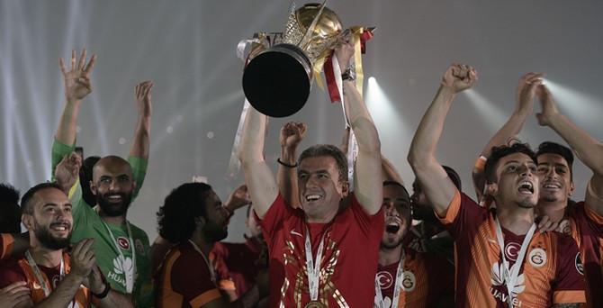 Galatasaray şampiyonluk kupasını aldı