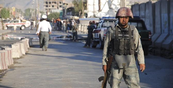 Afganistan'da emniyet müdürlüğüne intihar saldırısı