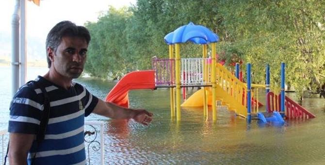Yol ve sosyal tesisler su altında kaldı