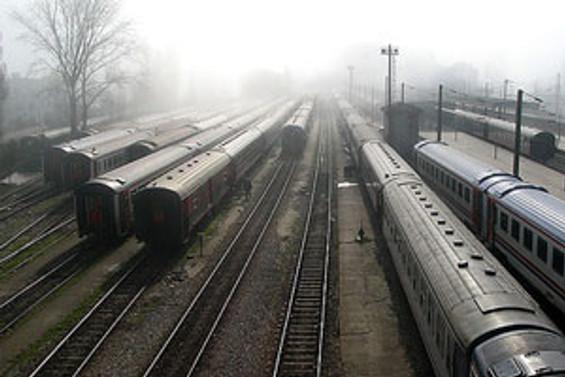 Hindistan'da iki tren çarpıştı