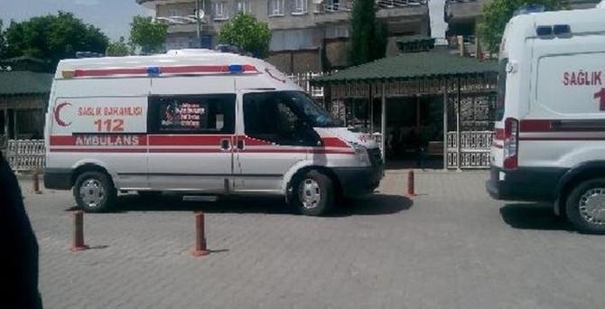 Sincik'te öğrenci servisi devrildi: 16 yaralı