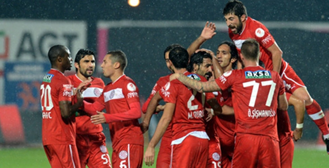 Antalyaspor Süper Lig'e yükseldi