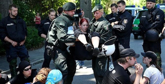 G7 Zirvesi protestoların gölgesinde başladı