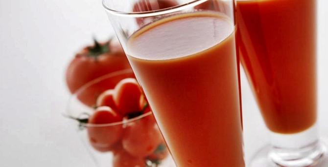 Domates suyu menopozun etkilerini hafifletiyor