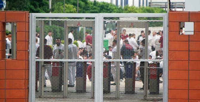 İki işçi işten çıkarıldı, Tofaş'ta üretim durdu