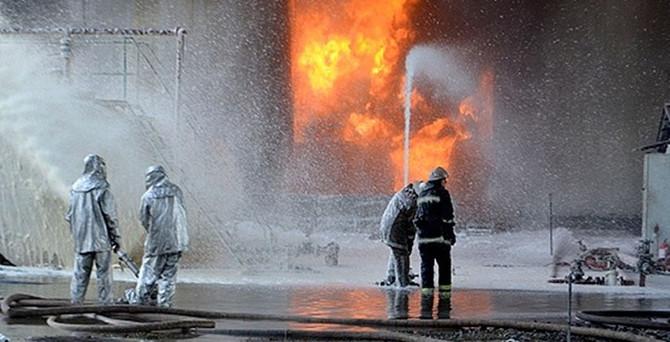Yakıt deposundaki yangın 3 gündür söndürülemiyor!
