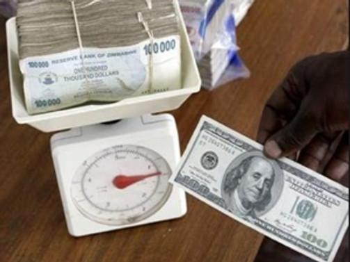 Her 250 trilyon Zimbabve doları için 1 $ ödeyecek