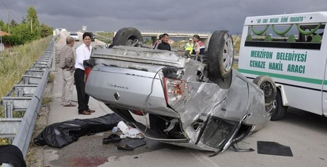 Amasya'da otomobil devrildi: 3 ölü, 2 yaralı