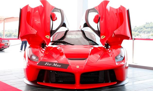 Ferrari'den süper spor otomobil şovu