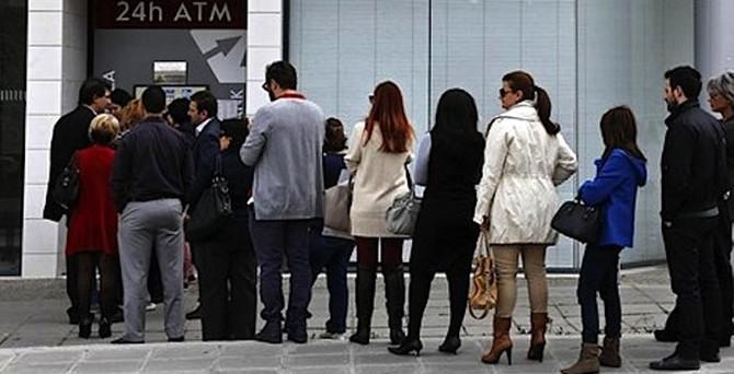 Yunanistan'da 2 milyar euroluk mevduat çıkışı