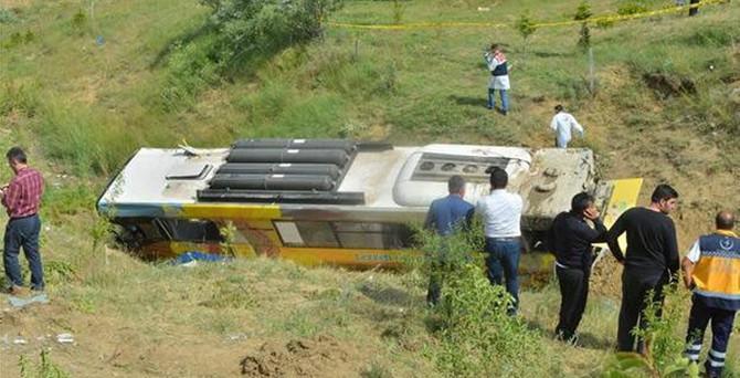 Belediye otobüsü devrildi: 2 ölü, 16 yaralı