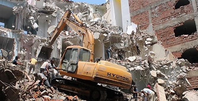 Operatör yanlış evlerin duvarlarını yıktı
