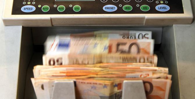 ECB, Yunan bankalarının likiditesini artırdı
