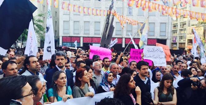 İstanbul'da Kobani saldırılarına protesto
