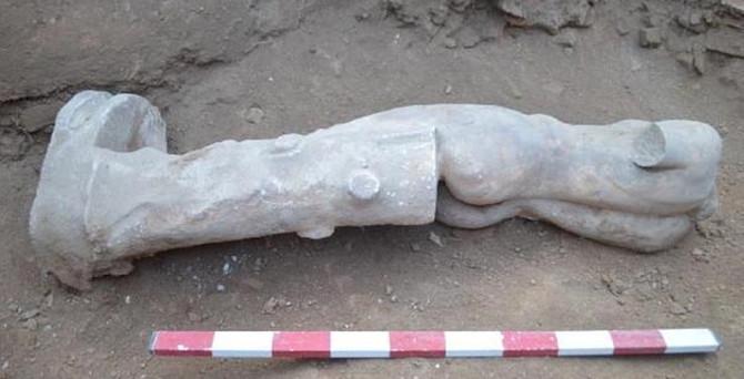 İnşaat kazısında tarihi heykel
