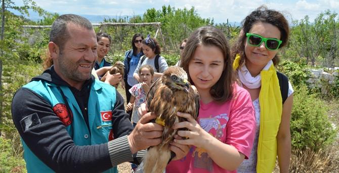 Dünya gönüllüleri Burdur'da doğal hayatı korumaya çalışıyor