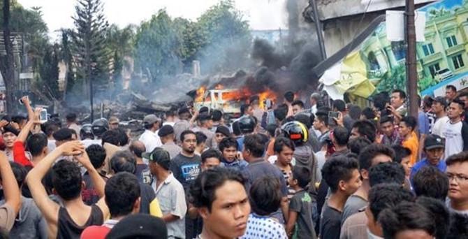 Uçak otelin üzerine düştü: En az 116 ölü!