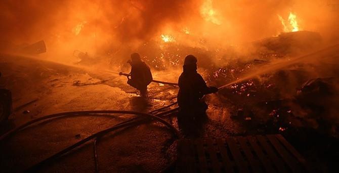 İstanbul'da depo yangını!