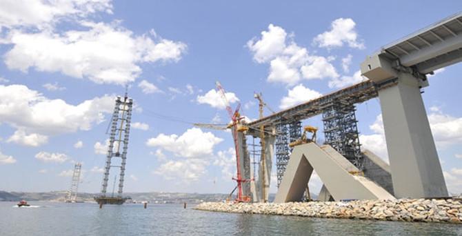 Mega projenin 'en ağır' parçası kaldırılmaya başlandı