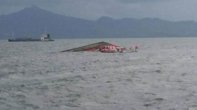 173 yolcu taşıyan gemi battı