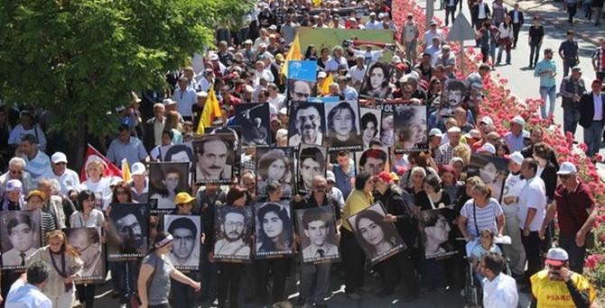 Sivas'ta binler Madımak için yürüyor