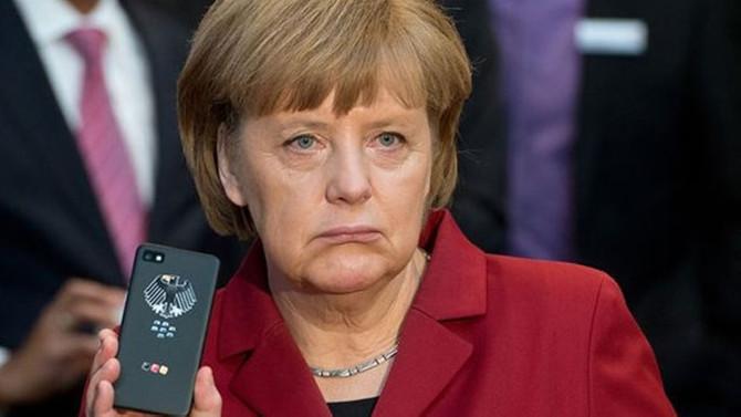 Assange'dan flaş Merkel iddiası