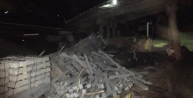 Yük trenleri çarpıştı: 1 ölü