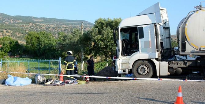 Tarım işçilerini taşıyan kamyonet ile TIR çarpıştı: 15 ölü
