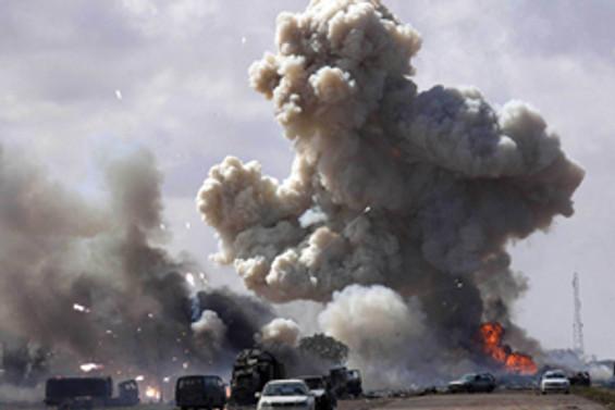 Kaddafi'nin karargahı vuruldu