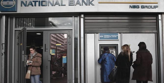 Yunan bankaları batmanın eşiğinde