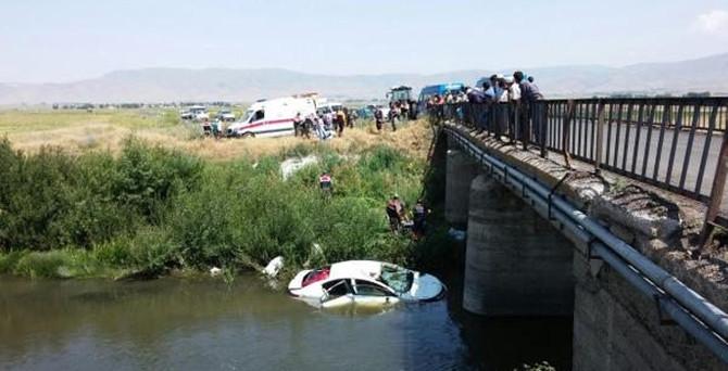 Otomobil Karasu Nehri'ne uçtu: 6 ölü