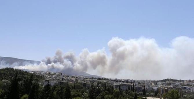 Yunanistan'da iki yangın: 1 ölü