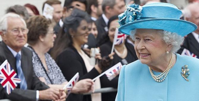 Kraliçe Sun'ı mahkemeye veriyor