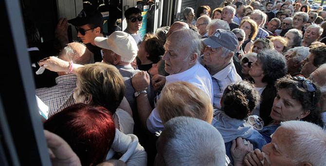 Yunanistan'da bankalar tekrar açıldı