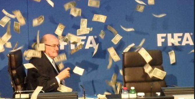 FIFA Başkanı, paraya boğuldu!