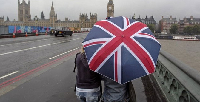 İngiltere'nin kamu borçlanması hız kesti