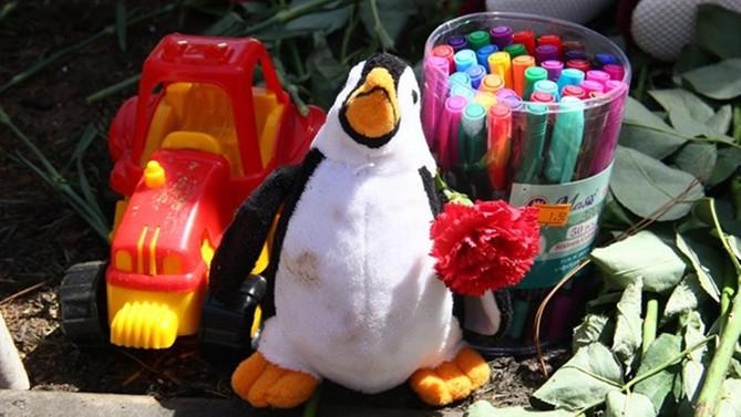 Güller ve oyuncaklarla andılar!