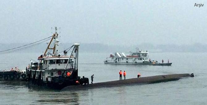 İki gemi çarpıştı, biri battı!