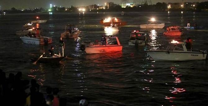 Mısır'da yolcu gemisiyle yük gemisi çarpıştı