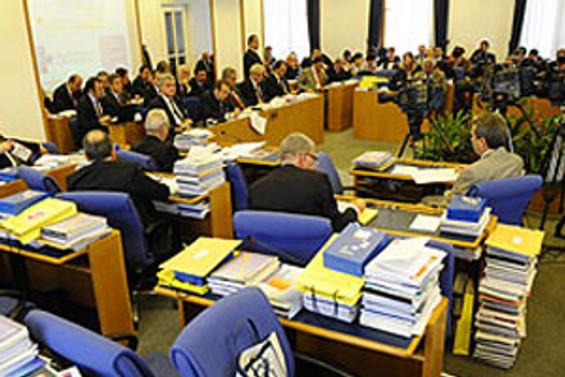 Komisyonda 'Süper yetki'  tartışması