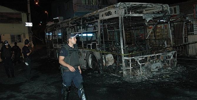 İzmir'de 2 belediye otobüsüne saldırı