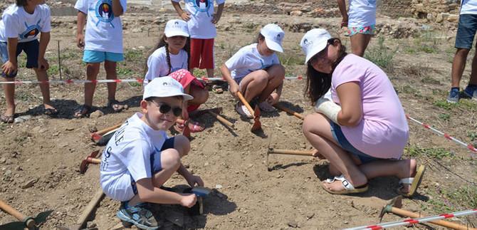 Küçük arkeologlar iş başında