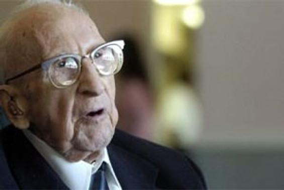 Dünya'nın en yaşlı erkeği öldü