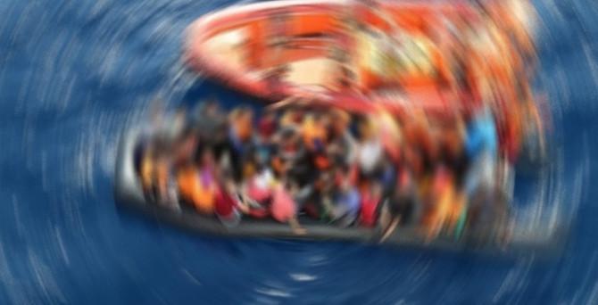 Dikili'de lastik bot battı: 1 kaçak öldü