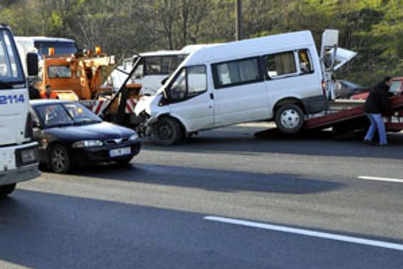 Köprüdeki kaza, trafiği felç etti