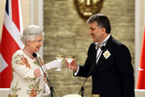 Kraliçe, Türkiye'nin AB dışında kalmasını istiyormuş