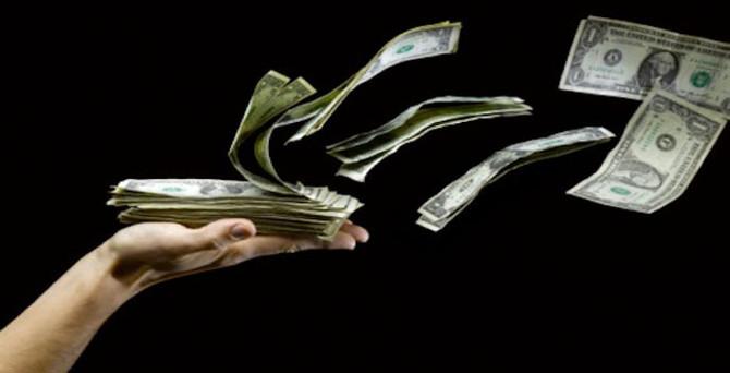 Para gelişmiş piyasa hisse senetlerine aktı