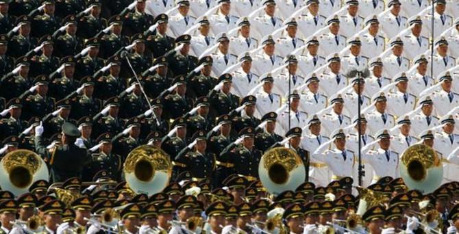 Pekin'de 12 bin askerlik gövde gösterisi